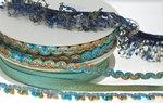 Elastisch franjeband met multicolor mini kwastjes donker blauw-blauw-grijs-legergroen ca. 30 mm (ca. 10 meter)