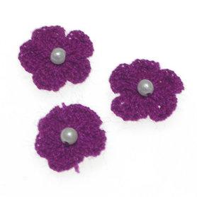 Gehaakt bloemetje paars met pareltje 20 mm (10 stuks)