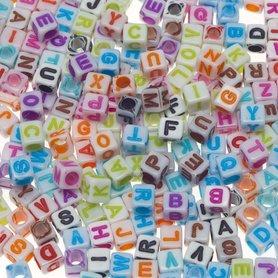 Letterkralen wit vierkant ca. 7 mm (ca. 225 stuks)