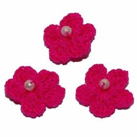 Gehaakt bloemetje fuchsia met pareltje 20 mm (10 stuks)