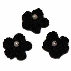 Gehaakt bloemetje zwart met pareltje 20 mm (10 stuks)