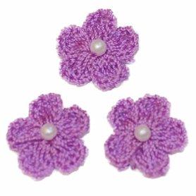 Gehaakt bloemetje lila met pareltje 20 mm (10 stuks)
