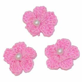 Gehaakt bloemetje licht roze met pareltje 20 mm (10 stuks)
