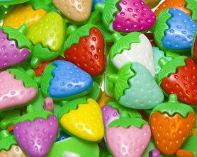 Kinderknoopje middelgrote aardbei MIX kleuren ca. 16x22 mm (ca. 200 stuks)