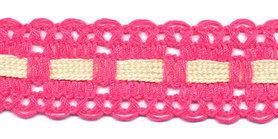 Knal roze kant met creme ingevlochten bandje 25 mm (ca. 16 meter)