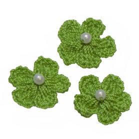 Gehaakt bloemetje groen met pareltje 20 mm (10 stuks)