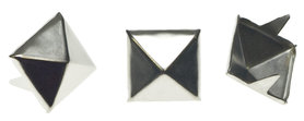 Vierkante stud piramide zilverkleurig 14 mm (ca. 100 stuks)