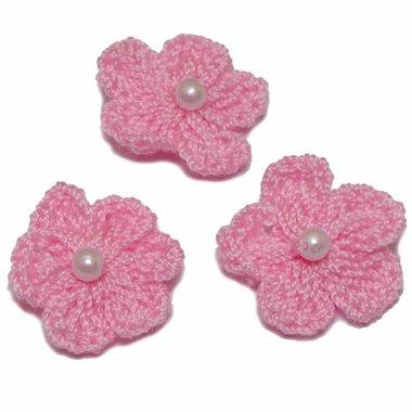 Gehaakt bloemetje roze met pareltje 20 mm (10 stuks)