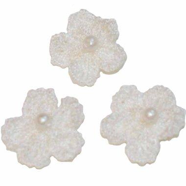 Gehaakt bloemetje wit met pareltje 20 mm (10 stuks)
