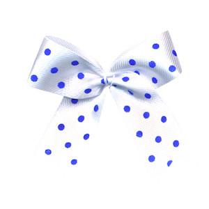 Satijnen strik wit met kobalt blauwe stip 40x45 mm (ca. 100 stuks)