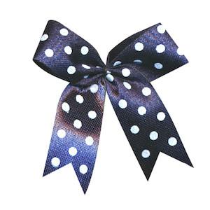 Satijnen strik donker blauw met witte stip 40x45 mm (ca. 100 stuks)