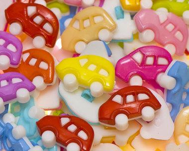 Kinderknoopje middelgrote auto MIX kleuren ca. 24x16 mm (ca. 200 stuks)