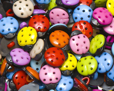 Kinderknoopje lieveheersbeestje MIX kleuren ca. 13x15 mm (ca. 200 stuks)