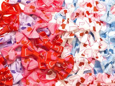Strikje met hartjes mix kleuren 40x25 mm (ca. 100 stuks)