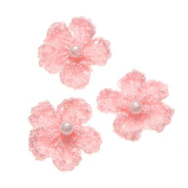 Gehaakt bloemetje zacht roze met pareltje 20 mm (10 stuks)