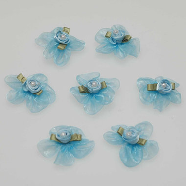 Roosje satijn licht blauw op licht blauwe organza blaadjes 30 mm (10 stuks)