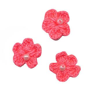 Gehaakt bloemetje NEON roze met pareltje 20 mm (10 stuks)