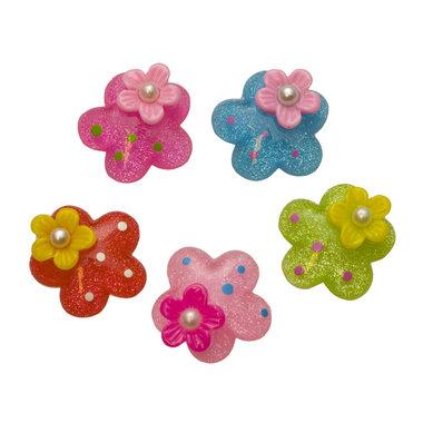 Flatback glitter bloem met bloemetje en pareltje MIX kleuren 27 mm (100 stuks)